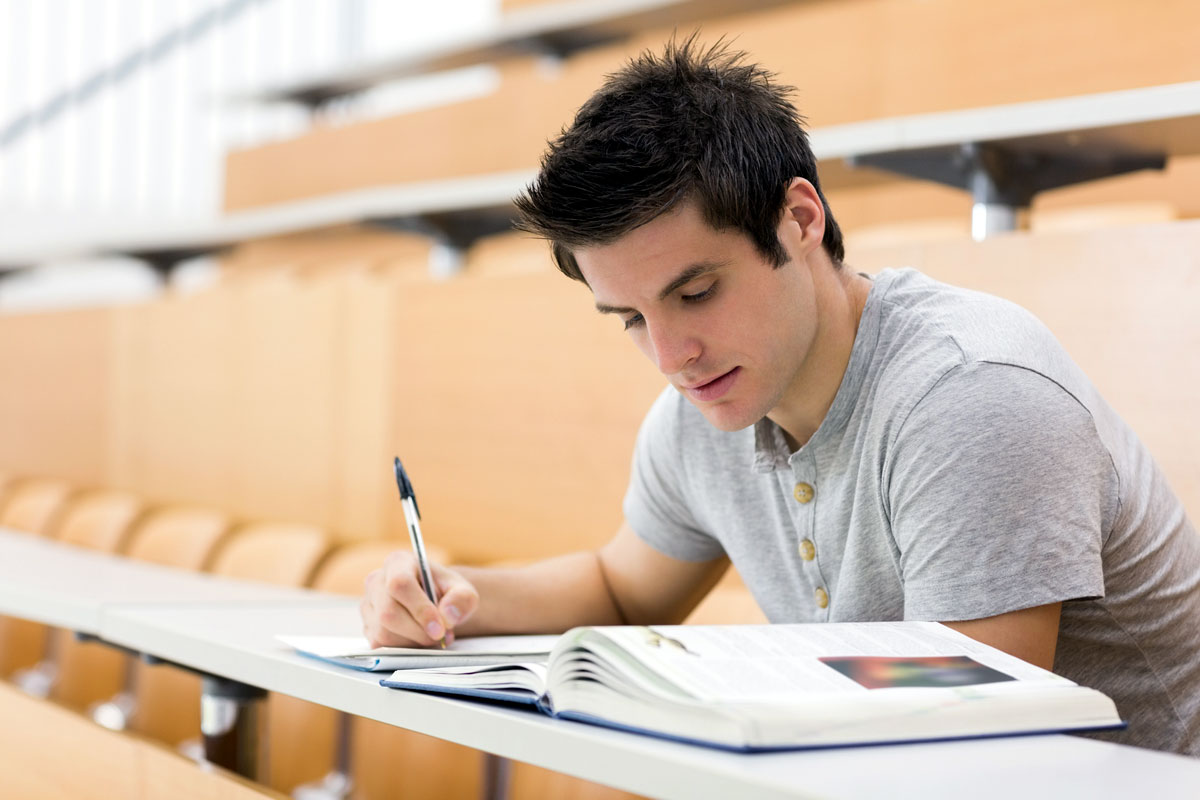 Are Student Loans Deferred While In Graduate School?